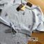 เสื้อผ้าเกาหลี พร้อมส่งเซ็ตเสื้อคอตตอนผสมลินินปักดอกไม้สีม่วงผูกโบและกางเกงผ้าลูกไม้สีม่วงไลแล็ก thumbnail 13